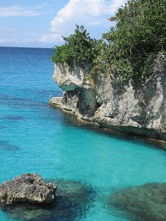 Caribbean blue at Pirate's Cove near Negril, Jamaica (by auds).