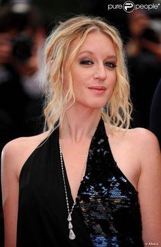 Ludivine Saigner lors du Festival de Cannes 2011 pour la présentation des Bien-aimés