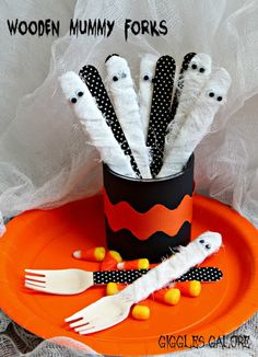 Wooden Mummy Forks How-To ~ perfect for a casual family dinner or your big Halloween Bash.