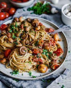 Baby Tomato Mushroom Pasta – Delicious and Healthy by Maya Baby Tomatenpilz Pasta – Lecker und Gesund von Maya Gourmet Recipes, Vegetarian Recipes, Cooking Recipes, Healthy Recipes, Enjoy Your Meal, Mushroom Pasta, Mushroom Tomato Recipe, Mushroom Recipes, Health Dinner