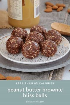 These Raw & Guilt-Free Peanut Butter Brownie Bliss Balls are the perfect healthy treat. they taste super naughty! Thermomix Recipes Healthy, Raw Food Recipes, Baking Recipes, Health Recipes, Clean Recipes, Köstliche Desserts, Delicious Desserts, Dessert Recipes, Appetizer Recipes