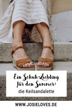 Ein Schuh-Liebling für den Sommer: die Keilsandalette - Josie Loves Josie Loves, High, Sneaker, Shoes, Outfits, Fashion, Summer Accessories, Beautiful Shoes, Wedges
