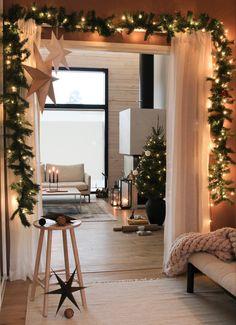 #joulukoristeet #joulu #joulukuusi #joulutunnelmaa #hirsitalo Scandinavian Style, Oversized Mirror, Furniture, Instagram, Home Decor, Decoration Home, Room Decor, Home Furnishings, Home Interior Design
