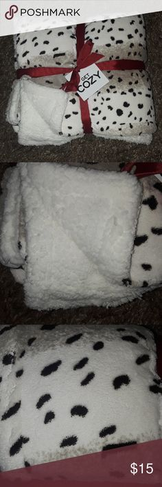 🔥🔥 REDUCED!!..NIP...SUPER SOFT!!...Sherpa Throws 100% Poly...soft and luxurious...standard size...Bundle all 3 for a 15 % Discount...Perfect for Christmas Gifts!! Get Cozy Other