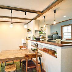 ちょうどいい位置にティッシュや小物を置けるニッチがついたカウンターキッチン-株式会社コグマホーム Kitchen Dining, Sweet Home, Interior, Table, Room, House, Furniture, Design, Home Decor
