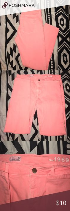 Gap skinny jegging size 30 EUC Gap coral jegging size 30. Waist laying flat is 15 inches. Super stretchy GAP Jeans Skinny
