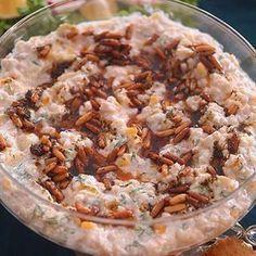 Salata Severler Çift Tıklayın Çam Fıstıklı Buğday Salatası 3 közlenmiş patlıcan 1 su bardağı haşlanmış buğdağ 2 yemek kaşığı labne peyniri 1.5 kase yoğurt(susuz) 3 sarmısak rendesi 1 küçük konserve mısır 1 tutam dereotu Üzeri için 1 çay bardağı çam fıstığı 1 çay kaşığı kuru nane 1 çay kaşığı pulbiber 1 kahve fincanı sıvı yağ Yapılışı Bir kaba haşlanmış buğdayı,minik doğranmış dereotunu,küp küp doğradığınız patlıcanları,labne ve yoğurdu,rendelenmiş sarmısağı,mısırı tuzla tadlandırıp tüm…