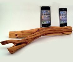 Mazanita Dual iPhone 4 Dock- neeeeeeed this!