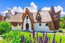 Sibiu, Romania Fairytale castle of Porumbacu village Off Grid House, Fairytale Castle, Amazing Buildings, Eastern Europe, Plaza, Slovenia, Stock Photos, Mansions, House Styles