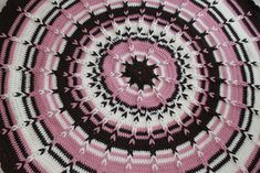 Ravelry: Round Jacob's Ladder Blanket for Babies pattern by Maxine Gonser