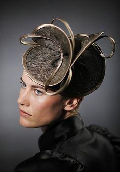 A classy fascinator. Fascinator Hats, Fascinators, Headpieces, Fancy Hats, Church Hats, Love Hat, Wedding Hats, Hat Hairstyles, Derby Hats
