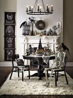 Halloween is about getting spooked. And that usually means you require scary Halloween decorations. Halloween offers an opportunity to pull out all the decorating stop. So get ready to spook up your home with some spooky Halloween home decor ideas below. Retro Halloween, Table Halloween, Diy Halloween Home Decor, Halloween Living Room, Diy Halloween Dekoration, Soirée Halloween, Halloween Bottles, Halloween Table Decorations, Holidays Halloween