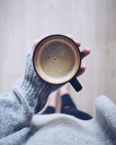 coffee pictures Beenme, 50 Yorum - I - coffee Coffee And Books, I Love Coffee, Coffee Shop, Real Coffee, Coffee Photography, Photography Poses, Coffee Drinks, Coffee Cups, Coffee Coffee