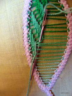 MACRAME' RUMENO : NEW!!! RICAMO PETALO Embroidery Stitches Tutorial, Embroidery Techniques, Ribbon Embroidery, Cross Stitch Embroidery, Beaded Flowers Patterns, Lace Patterns, Crochet Patterns, Dress Patterns, Filet Crochet