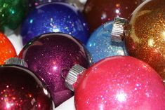 Sparkly Christmas Ornaments www.thecraftyblogstalker.com How to Make a Glitter Ornament