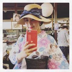 帽子と下駄を選びに来ました #多奈ゑり #着物 #きもの #キモノ #kimono #着かた教室 #着付け教室 #着付け #福岡の着付け教室 #福岡 #着物コーデ  #着物コーディネート #着物でお出かけ #着物生活 #趣着物 #ゆかた #帽子 #リボン #古今