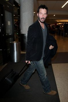 Keanu Reeves Photos - Keanu Reeves Arrives at LAX - Zimbio