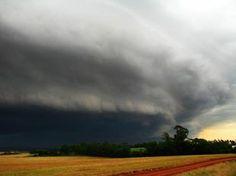 """Metsul Blog - Meteorologia.   Tempestade na cidade de """"Três de Maio"""".    Por: Ricardo Bourscheid.  Data:02/04/2012"""