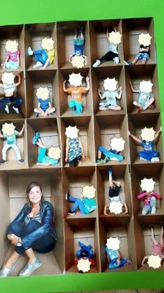 Klassenfoto - Everything About Kindergarten Classroom Displays, Classroom Decor, Class Projects, Art Projects, Sculpture Projects, Orla Infantil, Art For Kids, Crafts For Kids, Popsicle Crafts