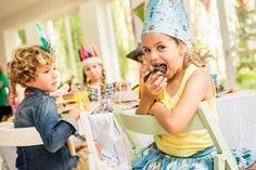 ¿Se acerca el cumpleaños de tu peque y no sabes donde celebrarlo? Muy fácil, ven a Ocioscul. Invitaciones, decoración, chucherías, pintacaras, juegos, música, baile... Celebra y disfruta, de los detalles nos encargamos nosotros.