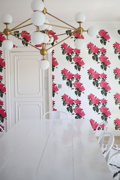 Amazing dining room wallpaper!
