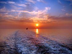 #lest #atlantic #coucher du soleil #course to the east #de latlantique #east #en direction est #locan #le coucher du soleil #le soleil #les vagues #ocean #ondulation #pulvrisation #reflection #reflexion #ripple #r