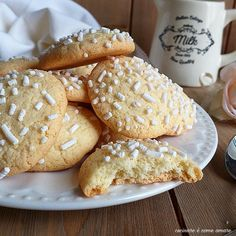 Here you can find a collection of Italian food to date to eat Biscuits, Italian Pasta Recipes, Biscotti Cookies, Biscuit Recipe, Sweet Desserts, Pound Cake, Baked Goods, Cookie Recipes, Food And Drink