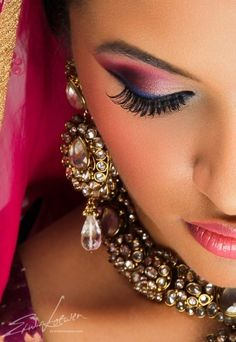 Who would have imagined that dark pink and blue would look so incredible together? - #wedding #makeup