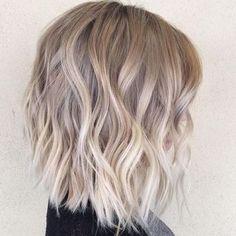 idée de coiffure avec balayage blonde
