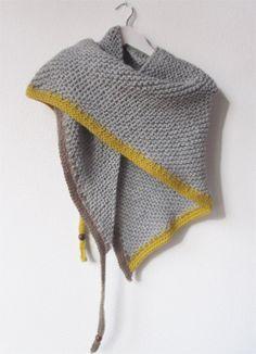 Chal triangular a punto bobo Crochet Poncho, Knitted Shawls, Love Crochet, Arm Knitting, Knitting Accessories, Knitted Gloves, Garter Stitch, Knitting Patterns Free, Knitwear