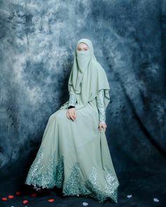Hijab Fashion, Fashion Outfits, Fashion Clothes, Islamic Posters, Niqab, Muslim, Cool Girl, Knowledge, Pdf