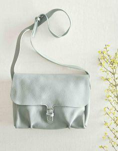Shoulder bag made for busy work days