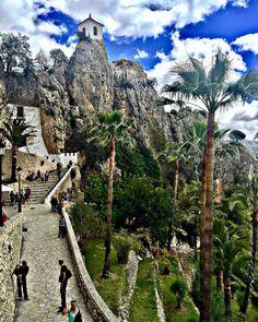 9,019 vind-ik-leuks, 83 reacties - Spain (@spain) op Instagram: 'Guadalest, on top of a five-hundred-metre-high rock, overlooks the reservoir that supplies water to…'