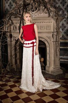 Fuente: Jordi Dalmau 2016 Wedding Dresses, Lace Skirt, Skirts, Fashion, Templates, Red Wedding Dresses, Wedding Dresses With Color, Two Brides, Boyfriends