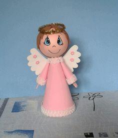 Anděl ochránce Je vyrobený z gumové pěnovky, vysoký 19cm. Oči má ručně malované.