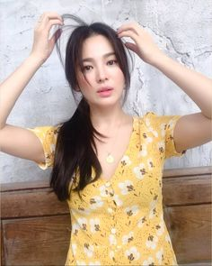 Song Hye Kyo Looks Just like a Barbie Doll Now That Her Hair Is Fully Grown Out - Koreaboo Jung So Min, Lorraine, Korean Celebrities, Celebs, Song Hye Kyo Style, Ga In, Song Joong Ki, Korean Girl Fashion, Grow Out
