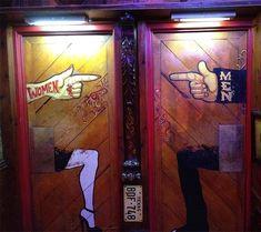Restaurant bathroom Signs - The best bathroom signs from around the world. Bathroom Doors, Bathroom Humor, Bathroom Signs, Restroom Signs, Restaurant Bad, Restaurant Bathroom, Unusual Bathrooms, Amazing Bathrooms, Toilet Door