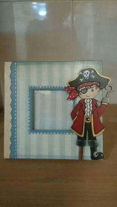 Portaretrato infantil fiesta pirata invitación o recuerdo