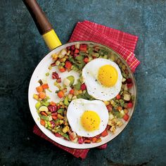 Top a pile of fresh fall vegetables with a fried egg to make this marvelous meatless dish. Brunch Recipes, Healthy Dinner Recipes, Healthy Snacks, Healthy Breakfasts, Fried Egg Recipes, Perfect Breakfast, Breakfast Ideas, Savory Breakfast, Free Breakfast