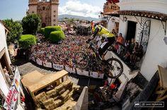 Muchas felicitaciones a Filip Polcster Polc campeón del Citydownhillworldtour 2014! Un salvaje bajando Taxco con la #DriftGhostS captando toda la acción. #LiveOutsideTheBox!