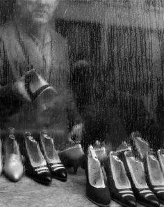 Vitrine, Paris, 1955. Sabine Weiss