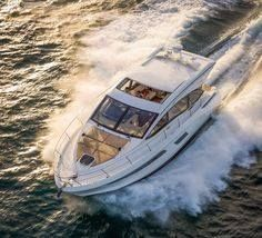 The spacious Sea Ray Sundancer 400 Sport Yacht is designed for your comfort and relaxation. Learn more about the Sea Ray Sundancer 400 today! Cannes, Ski Nautique, Sport Yacht, Small Yachts, Lakefront Property, Show Beauty, Live Wire, Boat Rental, Lake George