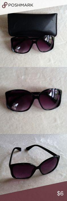 Forever 21 sunglasses •Excellent used condition •Worn handful of times •Some light scratches on the lenses •Still in excellent condition overall •Oversized style •Comes with case that I used for storage (no brand) •Color: Black •Brand: Forever 21 •NO TRADES Forever 21 Accessories Sunglasses