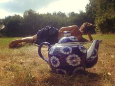 #tea #thee #theepot #fairtradeteapot #afternoon #outside #thegoodlife #relax #sarahsotemann Tea Pots, The Outsiders, Art Photography, Relax, Painting, Life, Fine Art Photography, Painting Art, Tea Pot