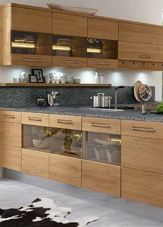 Holz, Küche, Holzküche, indirekte Beleuchtung, modern, Wohnküche, gemütlich, L-Form, Bilder, Ideen, Inspiration, Foto: Decker