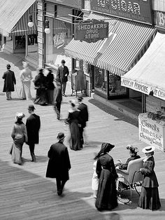 The Jersey shore circa 1904. Young's Hotel and Boardwalk, Atlantic City.