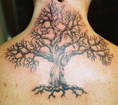 Motif de tatouage arbre mort sur la nuque https://tattoo.egrafla.fr/2016/02/17/modele-tatouage-arbre-vie/