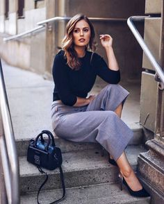 Charlotte from @winstonandwillow in a monochrome #TedToToe wearing stylish grey culottes with a black top and accessories.