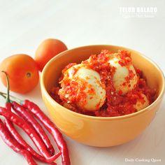 Telur Bumbu Kemangi - Eggs with Spicy Basil Sauce Egg Recipes, Asian Recipes, Snack Recipes, Cooking Recipes, Asian Foods, Cooking Time, Indonesian Cuisine, Indonesian Recipes, Beef Bacon