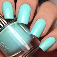 Floss Gloss' quest for warm baby blue. The hottest, coolest time. Poolwater appropes.  Year of the Female Collection .18 fl oz   5.5 ml  7 Free   FREEof 7 harsh chemicals typically found in nail polish. Floss Gloss is proud to be formulatedwithoutDibutyl Phthalate (DBP), Toluene, Formaldehyde, Formaldehyde Resin, Camphor, Triphenyl Phosphate (TPHP) or Xylene Cruelty Free   Designed in Brooklyn & Made in California, USA  Shake Well! Nail Swatcher: Nadia Alicia @allnailseverything